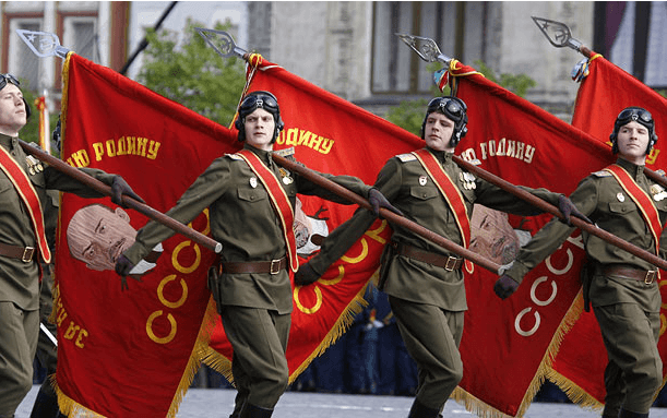 russianTankersParade.png